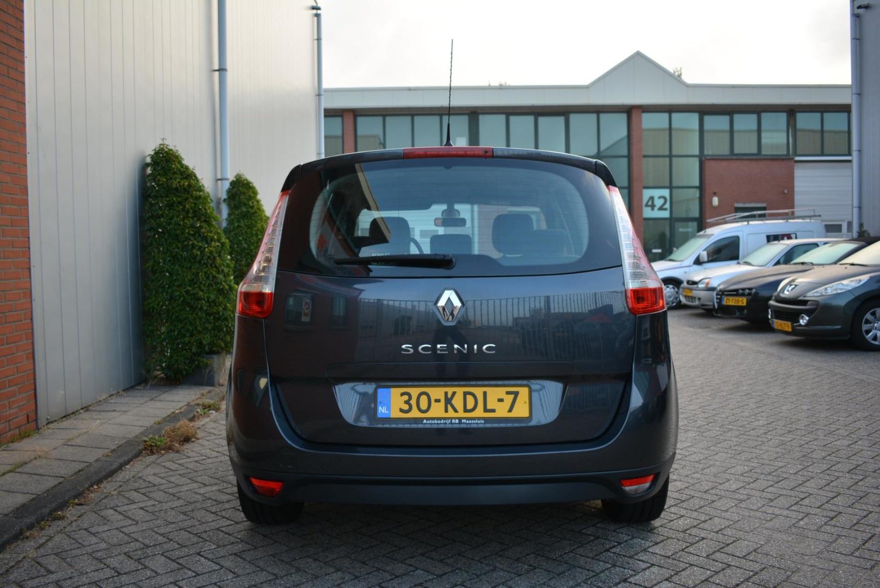 Renault-Grand Scénic-3