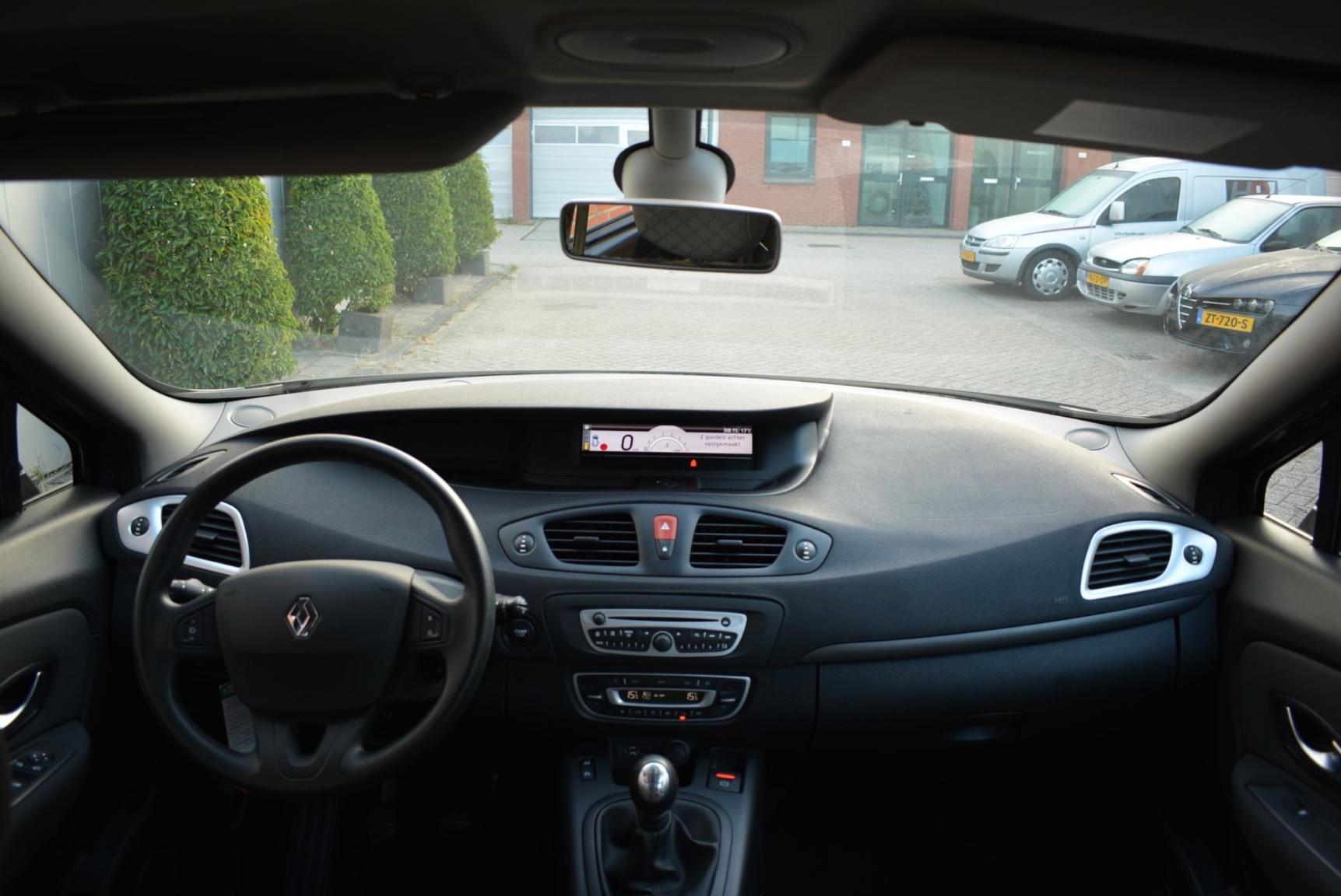 Renault-Grand Scénic-5