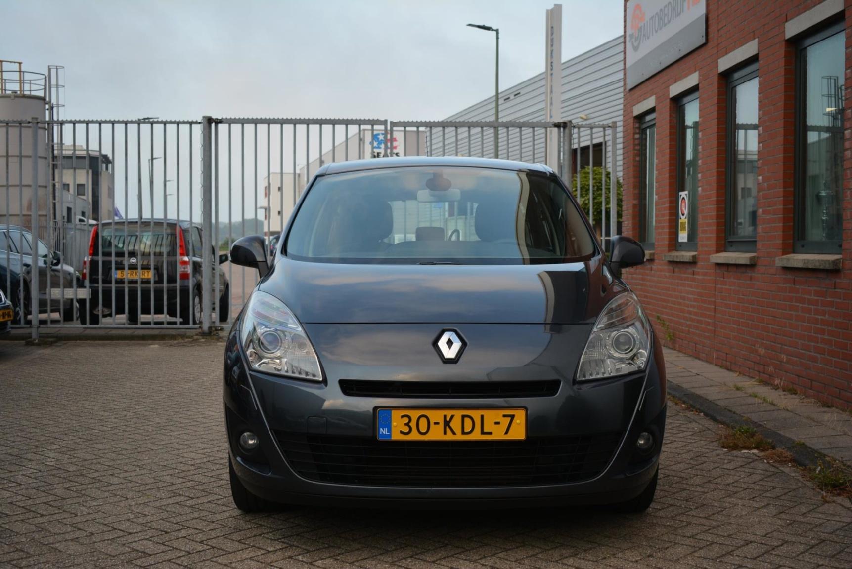 Renault-Grand Scénic-1